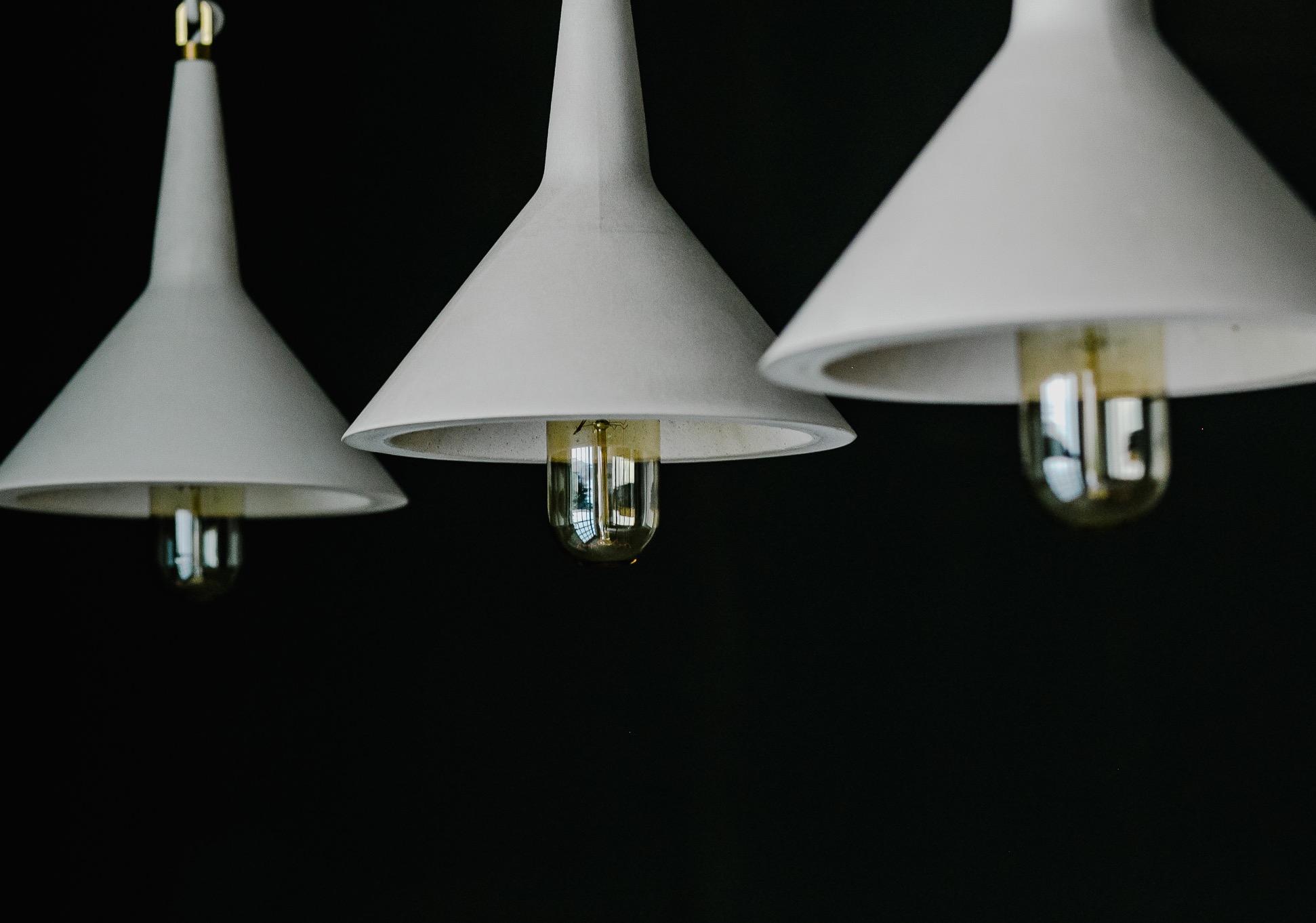 Lámpara de suspensión de cemento y diseño de Trementinalab